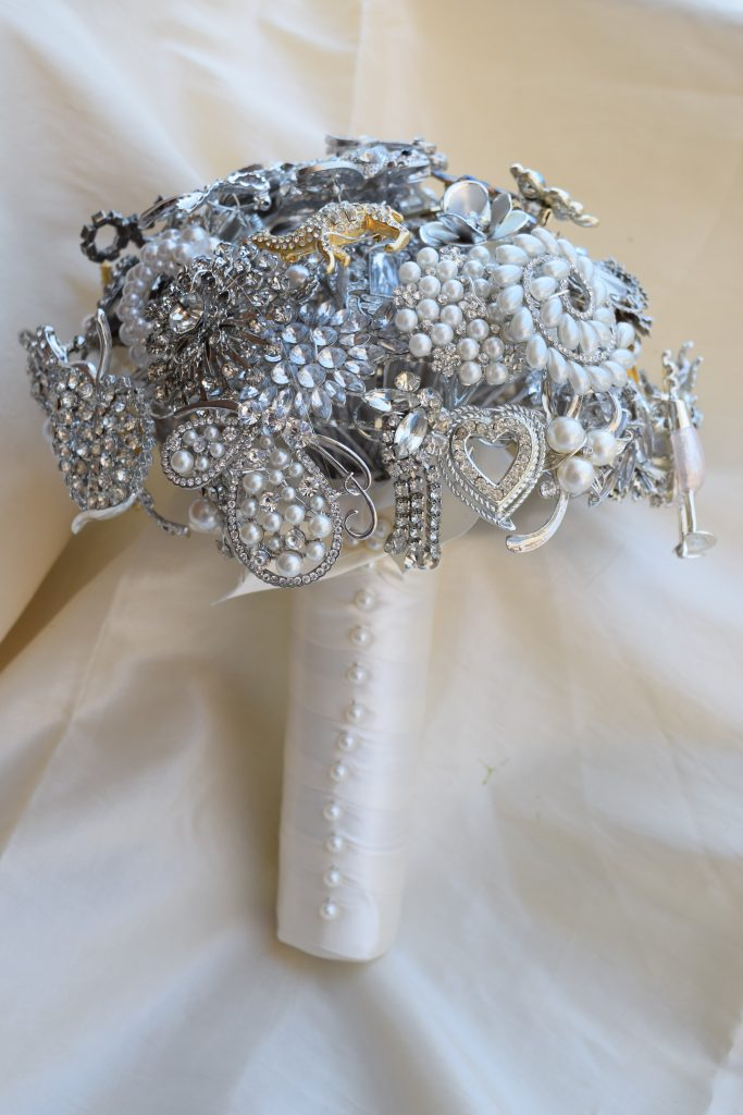 Sparkly brooch bridal bouquet
